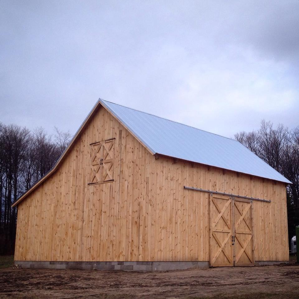 Broken-Back-Saltbox-36×36-in-MI-403E-Horse-Barn