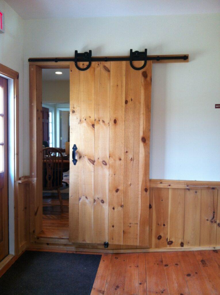 Doors-Interior-Sliding-Door-with-Horseshoe-HW