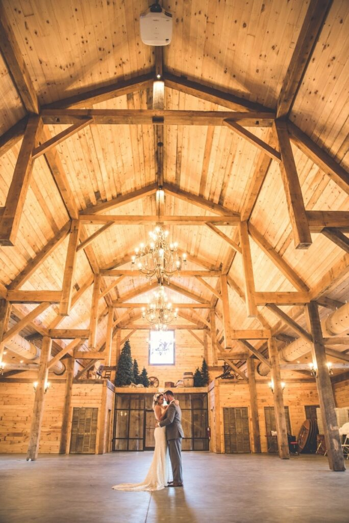 Gambrel-with-Lean-To_s-68×98-in-SC-208GG-Hammerbeam-Truss-Clear-Span-Event-Venue-Interior