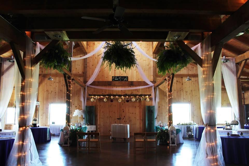 Monitor-60×75-in-OK-305W-Event-Venue-Interior-Ranch